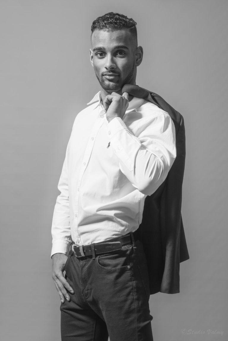 Studio photo lyon book modèle homme shooting studio photolyon photographe professionnel lyonnais valmy mode homme
